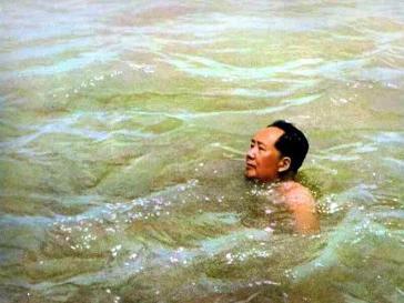 毛泽东畅游长江