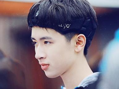 2012年4月,出演电影《 生于1978 》,饰少年 陈涛 。