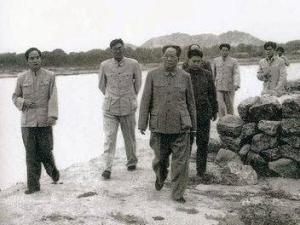毛泽东视察工作