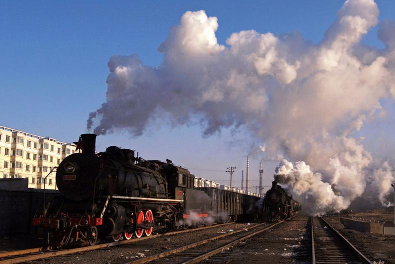 世界上最早发明第一台蒸汽机车是谁?1814年,英国人史蒂芬孙