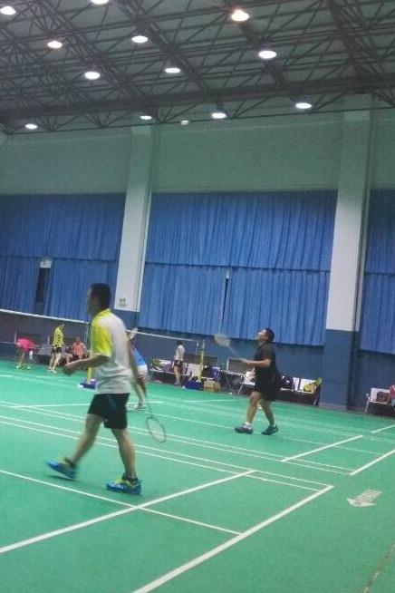 羽毛球训练班每周日早上9:00-11:00