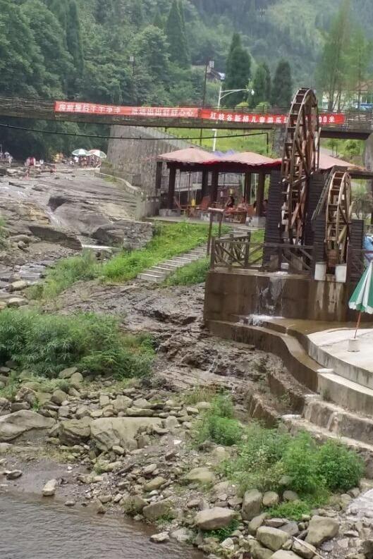 绵竹最火爆大群聚会:红峡谷烧烤耍水