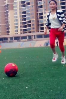 丹凤体育场非专业男女足球混踢娱乐比赛