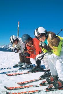 阿勒玛滑雪场。体验滑雪的速度与激情