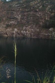 渔东路水库徒步至六片山天池游泳  没有任何费用