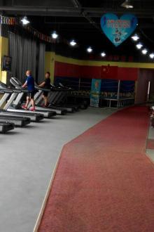 美女帅哥们奥林匹克健身房天天免费集体热门体验课