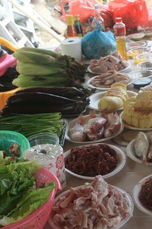 4月11日星期六下午三点华侨海边烧烤场烧烤聚会