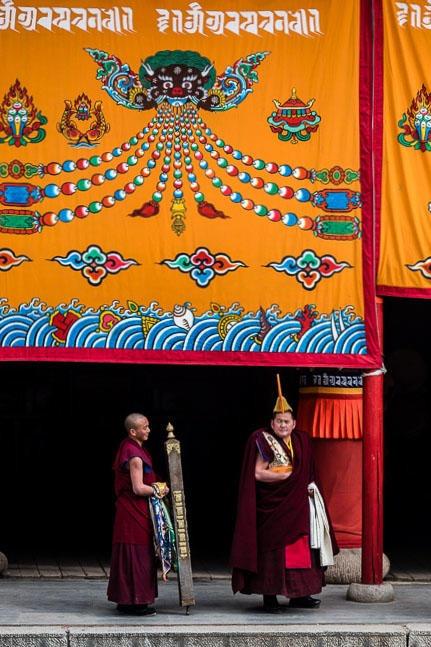 化作一只白鹤,一起去感受郎木寺晒佛教独特 的藏文化