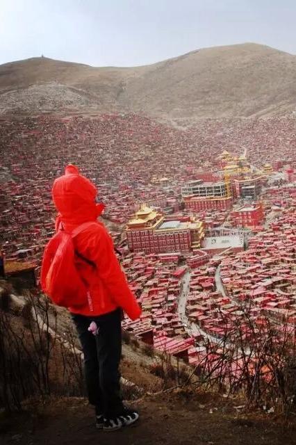 五一色达行,世界上最大藏传佛学院,最震撼的天葬仪式