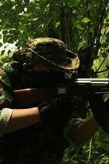 """神秘森林""""野外生存""""真人CS红蓝军对抗军演"""