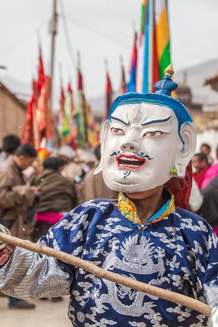 去西仓寺亮宝节感受藏族朋友的春节