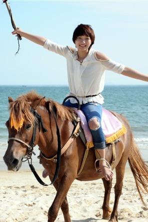 冬日恋歌 海边骑马散步 来场撕青春名牌