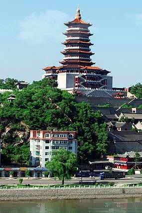 中国群团——参观辽源市博物馆
