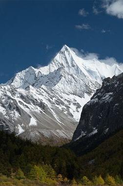 夏季看终年不化的雪山,感受色达的佛学,一起出发
