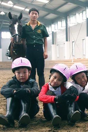 王者气质—-亲子马术训练营
