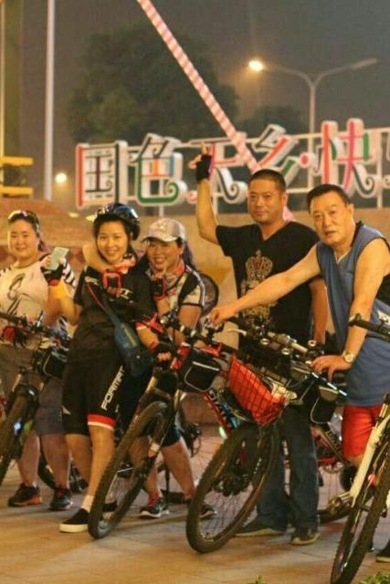 夜骑自行车