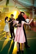 深圳南山大新地铁站旁一起练习交谊舞