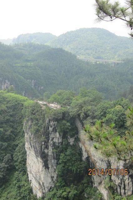 跑山--悬崖上的吉斗寨