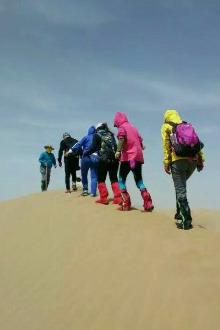 腾格里沙漠月亮湖徒步,寻锁阳一日活动