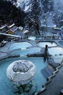 冬游海螺沟、泡雪山温泉、赏日照金山自驾三日游