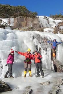 俄尔则俄登山露营赏雪活动