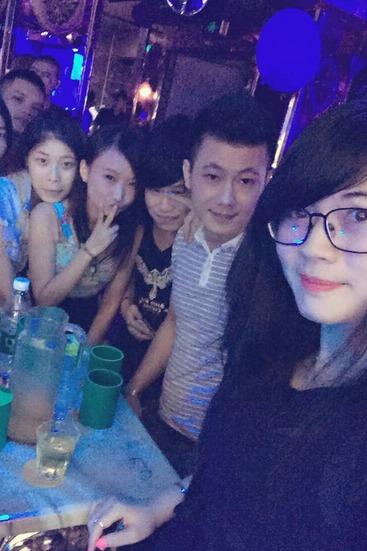相聚,相爱,酒吧,聚会,娱乐交友聚会。