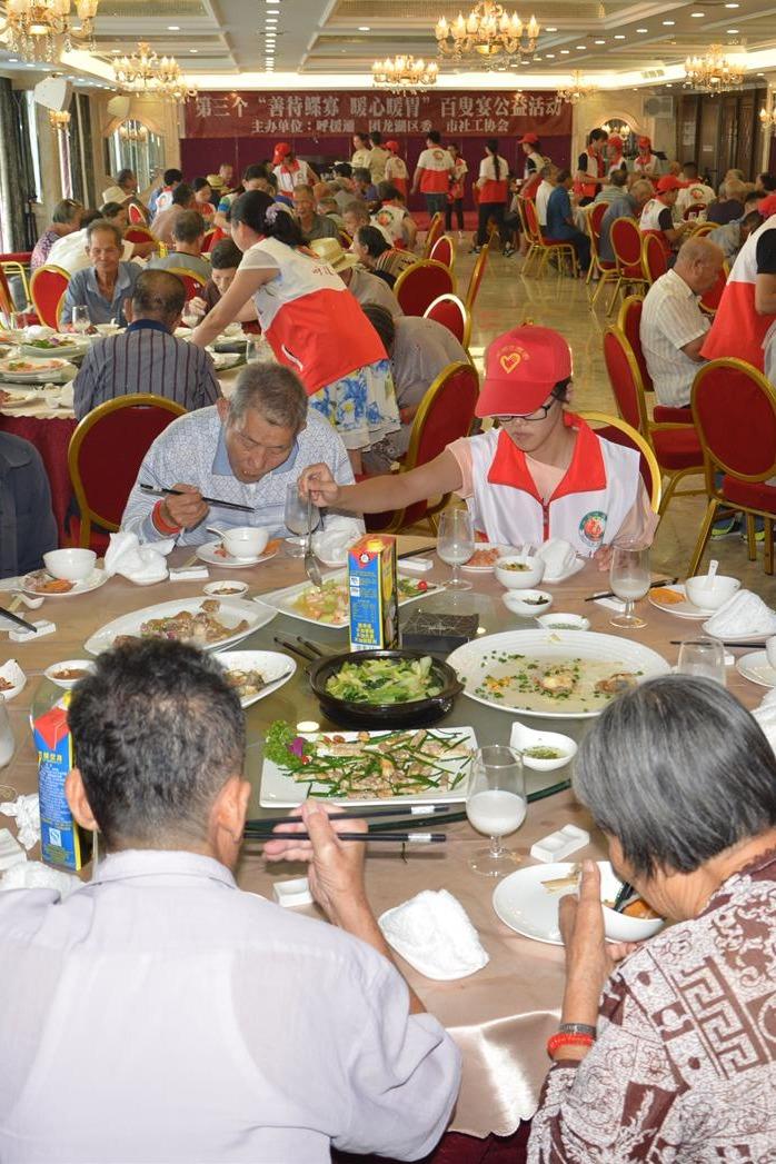 1月22日周日请100位低保孤寡老人吃团圆饭