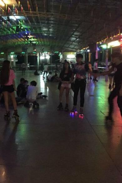 汕头金砂公园溜冰!《国庆节》晚上百人集体溜冰