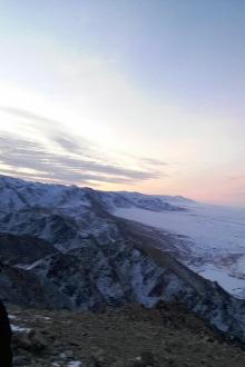 爬山拍日出