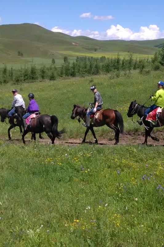 五一坝上草原骑马穿越