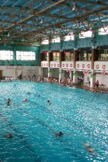 彦年游泳馆