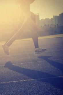 周一至周五,早6:00—7:00点,晚8:00—9:00广场热身跑步