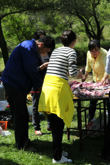 3月26日叶城亚心户外组织摘桃,烧烤、酒会