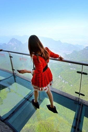 端午节梅州五指石玻璃栈道.观世界天然卧佛