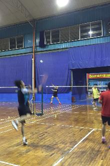 未来梦羽毛球群在动力羽毛球馆出汗