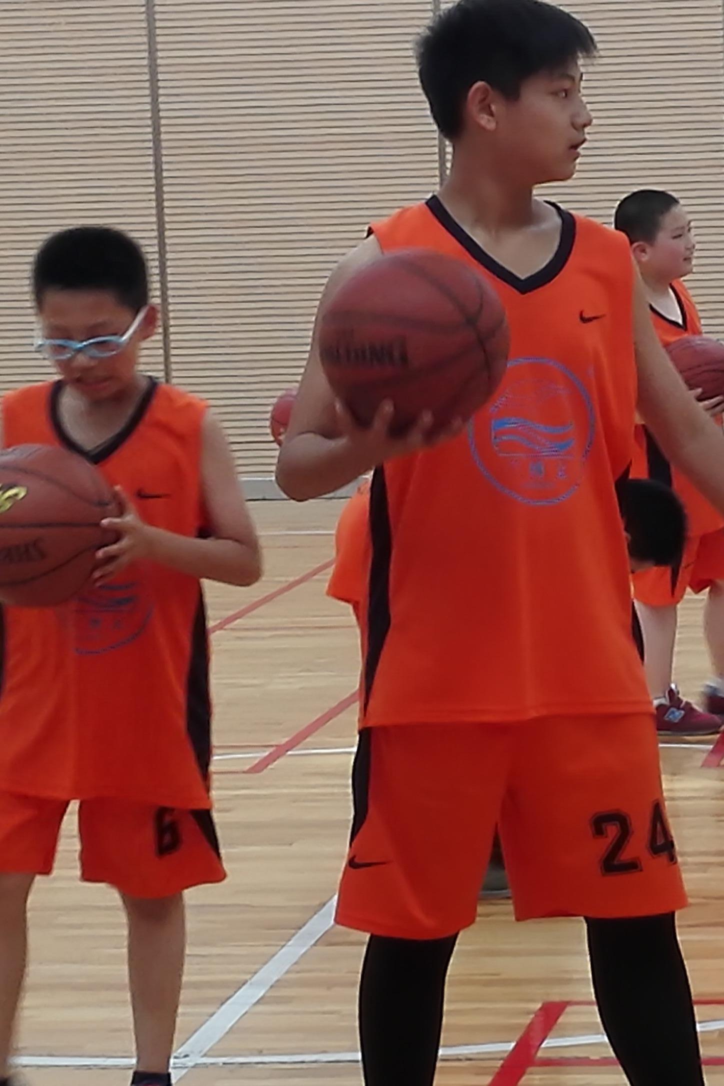 6岁--15岁篮球,羽毛球,免费体验课