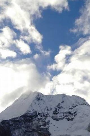 我们心中都有蓝天白云席地而坐的画面,色达稻城首选