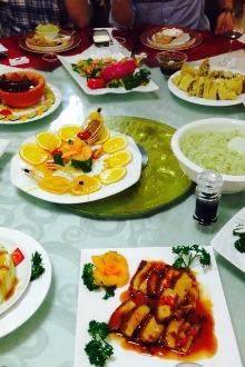 钦州白海豚国际酒店一楼年初八组织大家去吃饭。