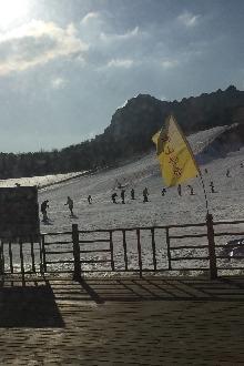 让我们再一次迎着风雪,体验滑雪的乐趣~