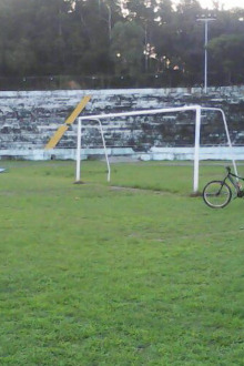 踢足球  喜欢踢足球的来,年龄不限。