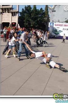 成都至双流蛟龙港轮滑刷街交流活动