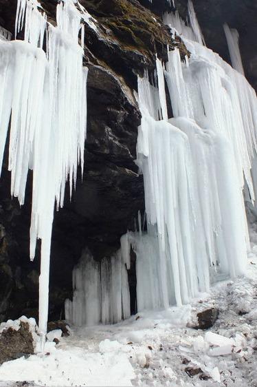 周末一日游 徒步燕子沟、玩雪 赏雪 看冰瀑奇观