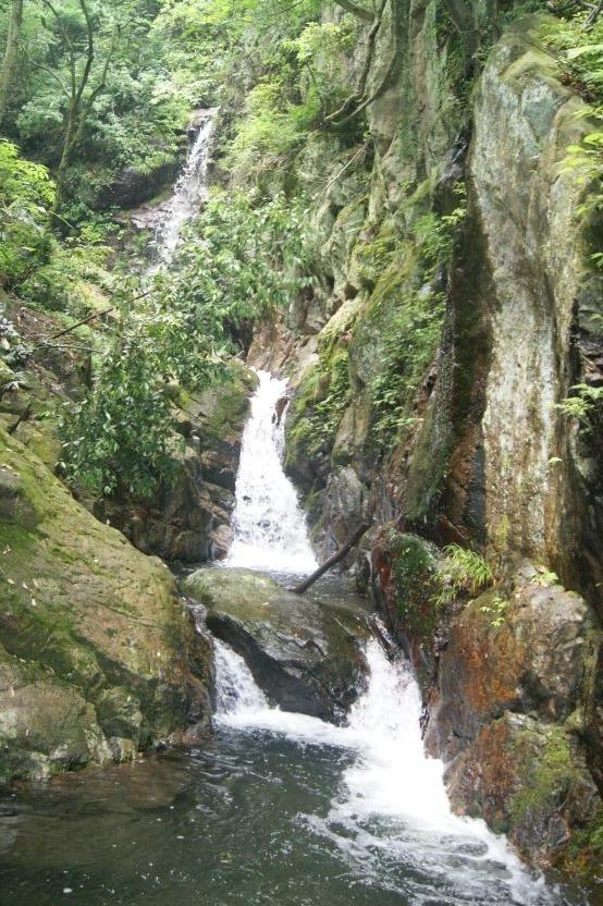 自由自在休闲户外吴越古道和黑洞瀑布两日游
