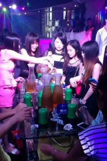 卡迪M2酒吧聚会,同城交友聚会群首次招收外群员10名