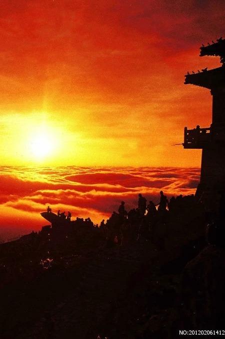 4月23日夜登泰山看日出云海