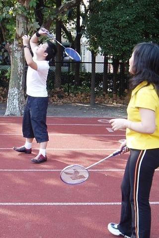 让羽毛球飞-户外运动活动