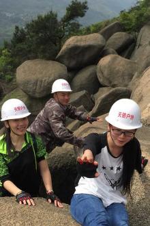 周六梅岭红星石头山攀爬活动
