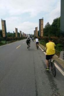 骑行荥经县,我们在路上。