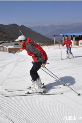 喜迎新年,冬驰雪原——九顶山太子岭后山滑雪二日游