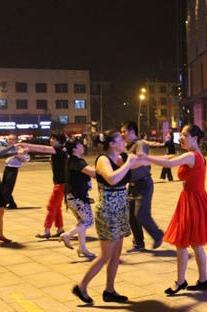同城广场舞,陶冶情操,以舞交友(无素质人员勿参加)
